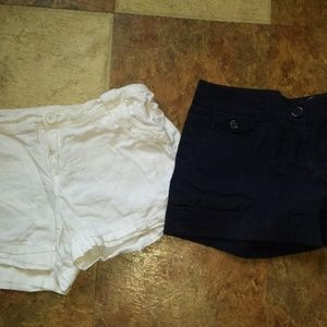 women size 8 shorts Banana republic navy/white